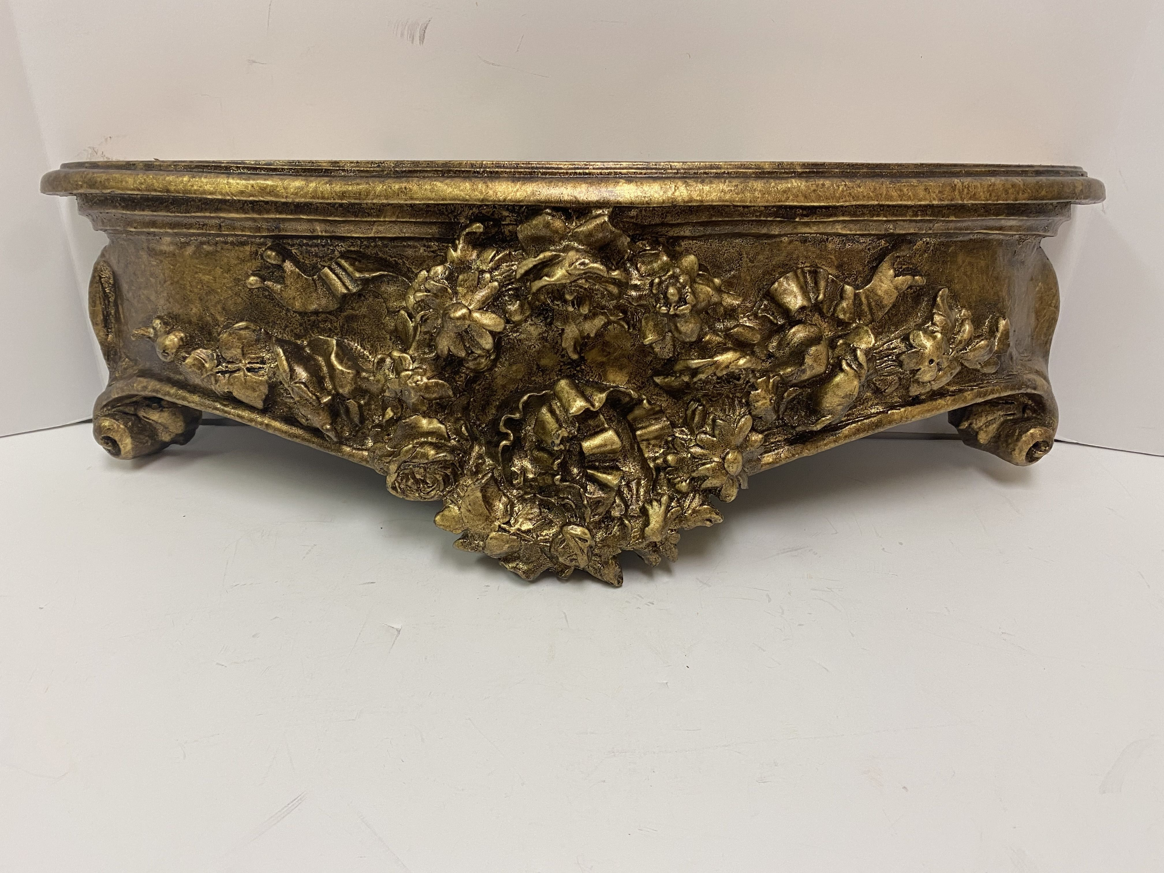 Hickory Manor Home 2524ET Floral Wreath Bed Crown Etineene Gold