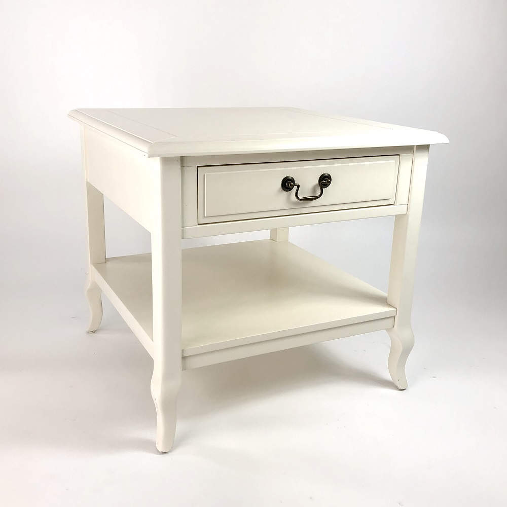 Wayborn Home Furnishings 9151W 22 x 23.5 x 23.5 in. Manhattan End Table - White