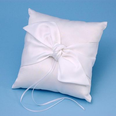 Beverly Clark 92B Love Knot Ring Pillow - White