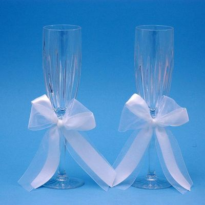 Beverly Clark 38L Tres Beau Wedding Toasting Flutes in White