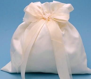 Beverly Clark 38MI Tres Beau Bridal Money Bag in Ivory