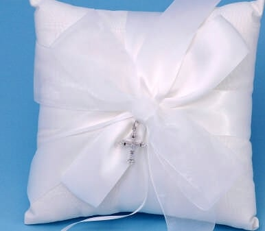 Beverly Clark 38BT Grace Wedding Ring Pillow in Ivory