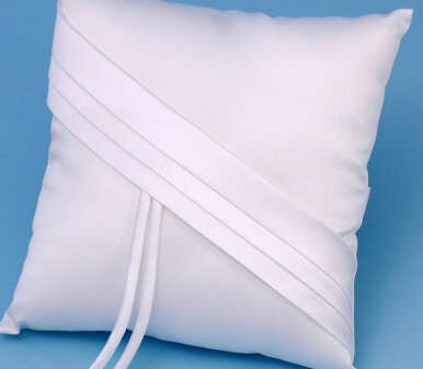 Beverly Clark 59B Audrey Ring Pillow - White