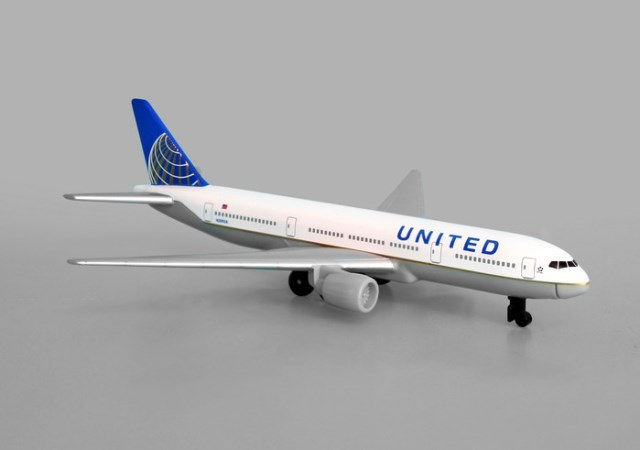 Daron Worldwide Trading RT6266 United Airlines B777 New Colors DARON4107