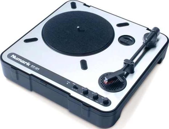 NUMARK INDUSTRIES PT01 Full-featured portable turntable, battery capable