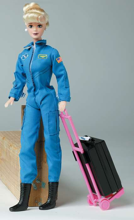 Daron Worldwide Trading  DA500 Astronaut Doll Female In Blue Suit DARON1295