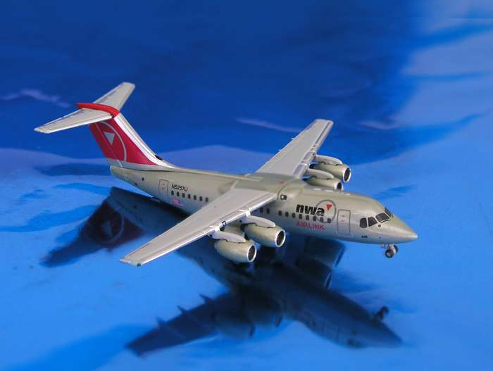 Daron Worldwide Trading  GJ405 Gemini Northwest RJ85 1/400 New Livery