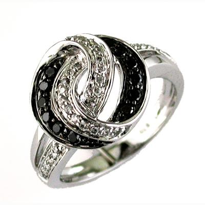 14K White Gold Diamond & Black Diamond Ring Size 6