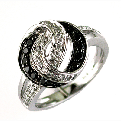 14K White Gold Diamond & Black Diamond Ring Size 6.5