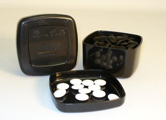 ShinkWang 22802K-8BW 8mm Glass Stones and Black Bowls