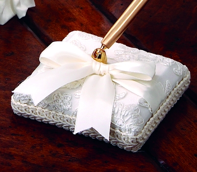 Beverly Clark 223C Chantilly Lace Pen Holder in White