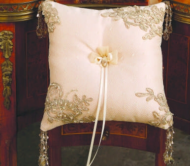 Beverly Clark 226B Bella Donna Ring Pillow in Champagne