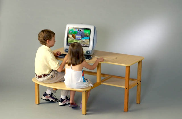 Wild Zoo Furniture 19 Inch B-D MPL-BLU-WZ Pre-School Buddy Computer Desk  in Maple with Blue Trim