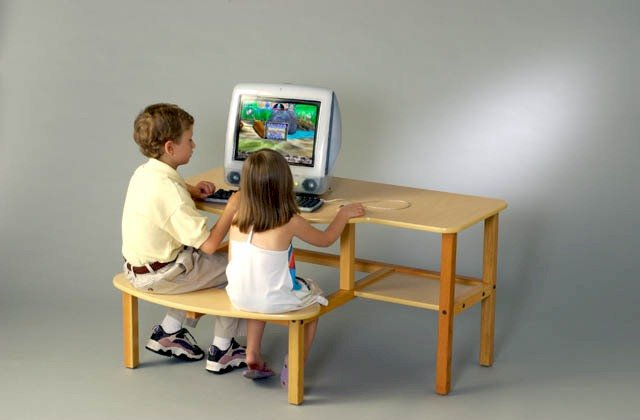 Wild Zoo Furniture 19 Inch B-D MPL-RED-WZ Pre-School Buddy Computer Desk  in Maple with Red Trim