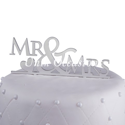 Unik Occasions Mr & Mrs Acrylic Wedding Cake Topper with Heart, Silver Mirror
