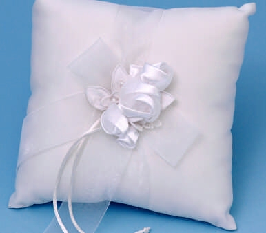 Ivy Lane Design 41B Amour Ring Pillow - White