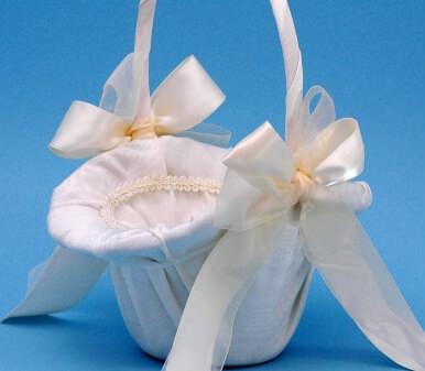 Ivy Lane Design 4U Tres Beau Flower Girl Basket - White