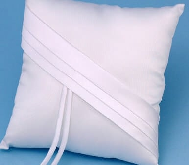 Ivy Lane Design 59B Audrey Ring Pillow - White