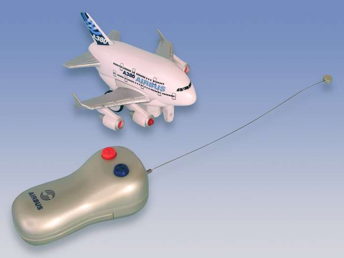 Daron Worldwide Trading TT72995 A380 Radio Control Airplane