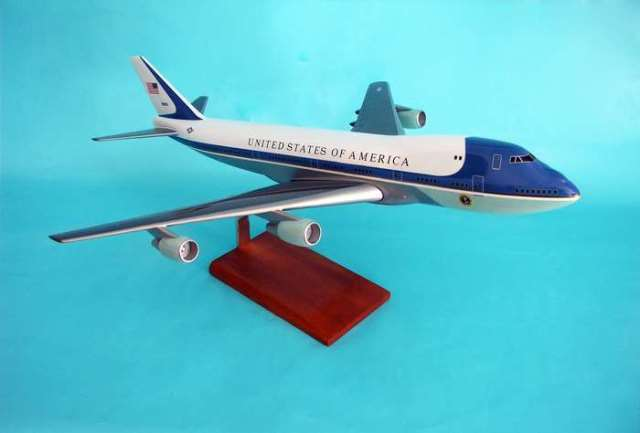 Daron Worldwide Trading B11310 VC-25A B747-200 Air Force One 1/100 AIRCRAFT