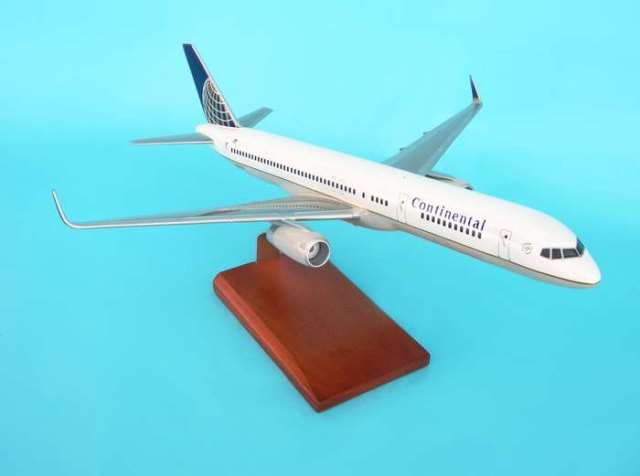 Daron Worldwide Trading G6910W Continental B757-200 W/WINGLETS 1/100 AIRCRAFT