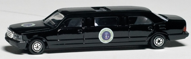 Daron Worldwide Trading RT5739 Presidential Limo