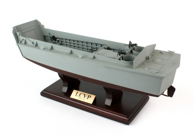 Daron Worldwide Trading SCMCS013 LCVP - Landing Craft Vehicle Personnel 1-24