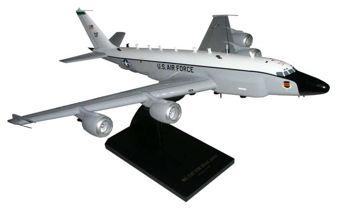 Daron Worldwide Trading B7410 RC-135V/W (NEW/LARGE ENGINES) Rivet Joint 1/100 AIRCRAFT