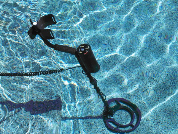 Famous Trails MD 6000 The NEPTUNE Metal Detector