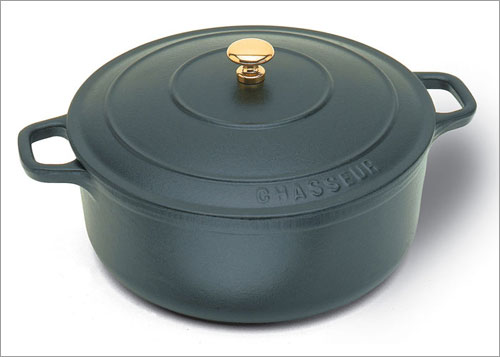 World Cuisine A1737031 Black 5.5 Qt Oval Dutch Oven