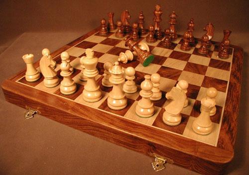 Chopra SH918B Sheesham-Boxwood Chess Pieces and Chess Board